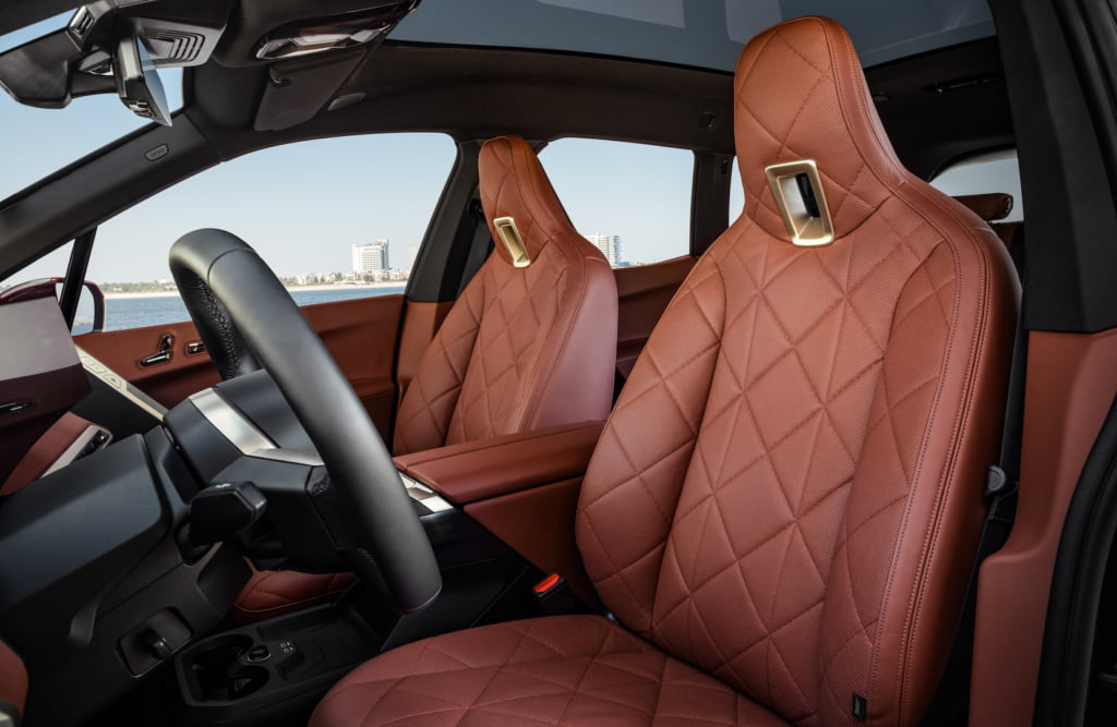 BMW-iX-interior